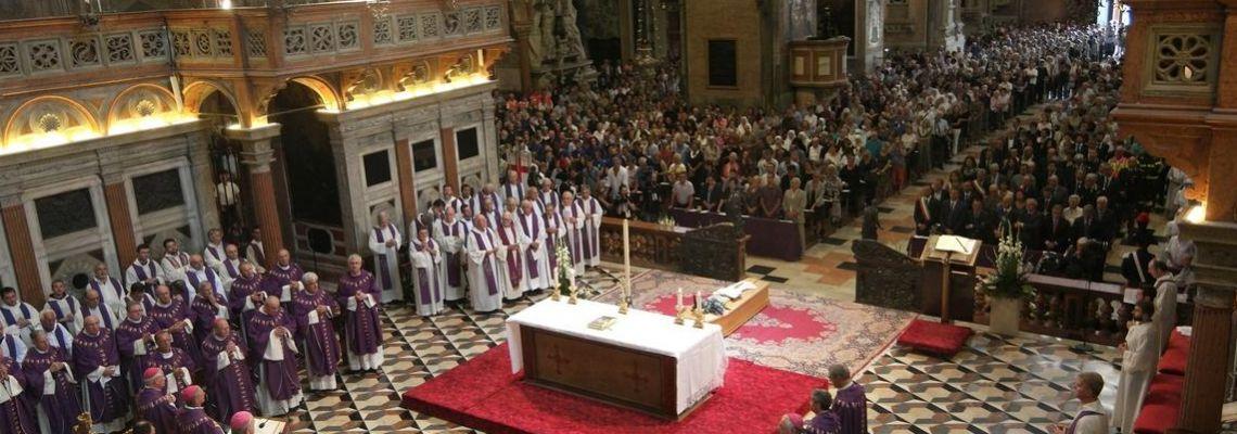 La Basilica gremita nel commovente ultimo abbraccio al nostro confratello durante la liturgia funebre di giovedì scorso