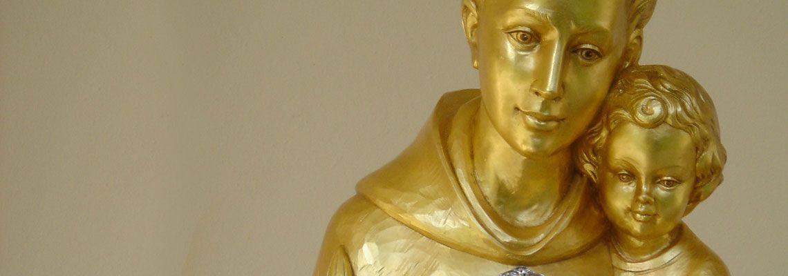 <br><br>Saint Anthony's Relics visit USA