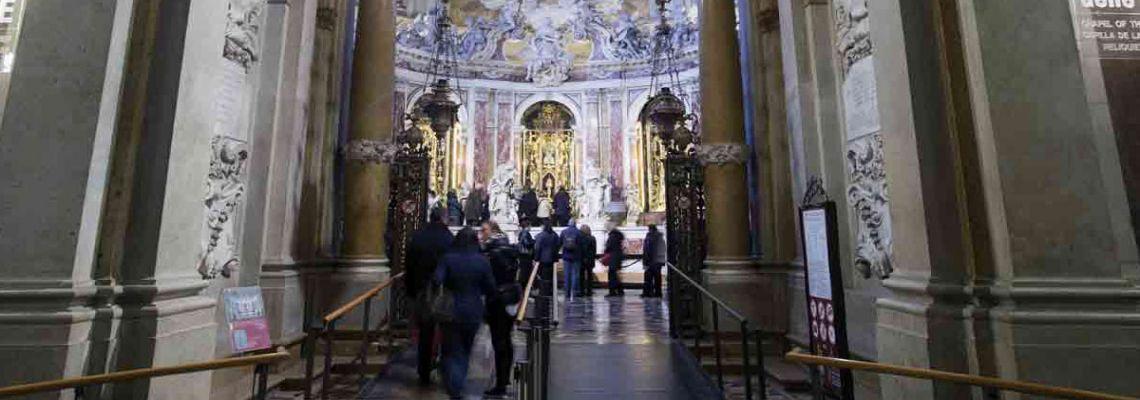 À partir du 1er octobre, il est obligatoire de réserver en ligne les visites guidées de la Basilique pour les groupes de plus de 10 personnes. Il est aussi obligatoire d'utiliser les systèmes audio-guides avec écouteurs.